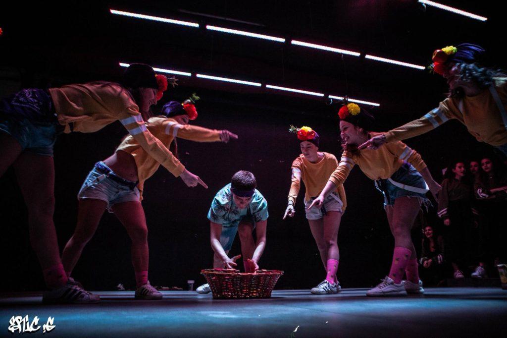Questa foto rappresenta un momento di danza della scuola Urban Studios ad Ancona